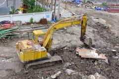 Lader kleine bulldozer het bewegen zich breakstone bij bouwgebied Mening van hierboven Stock Afbeelding