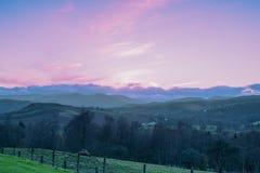Ladera escocesa en la puesta del sol del rosa de Crieff Fotografía de archivo