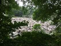 Ladera rocosa cerca del lago Wisconsin devils foto de archivo libre de regalías