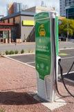 Ladestation des Elektroautos in der Stadt Stockfoto