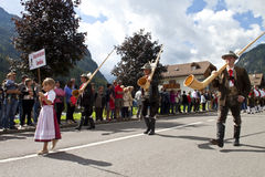 Ladinas folk fest, norr Italien Arkivbild