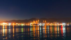 Lading en olieterminal in grote haven, professionele timelapse, geen trilling stock footage