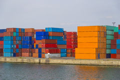 Ladingscontainers in Haven van Antwerpen worden gestapeld dat stock foto