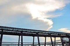 Ladingsterminal van steenkoolproducten voor vrachtschepen, bulkers en mening van de lader van ladingskranen Australië? 2018 stock afbeelding