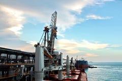 Ladingsterminal van steenkoolproducten voor vrachtschepen, bulkers en mening van de lader van ladingskranen Australië? 2018 stock fotografie