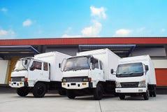 Ladingsvrachtwagen met doos royalty-vrije stock afbeelding