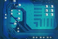 Lado azul do circuito do cartão-matriz com contatos e textura soldados fundo abstrato da Alto-tecnologia com digital e novo-idade fotografia de stock royalty free