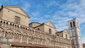Lado da catedral de Ferrara imagens de stock
