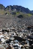 Lado da montanha & céu azul Foto de Stock Royalty Free