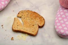 Lado de la mantequilla de la tostada abajo de 2 Imagen de archivo libre de regalías