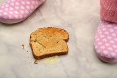 Lado de la mantequilla de la tostada abajo de 1 Imagen de archivo