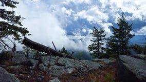 Lado de la montaña en un día soleado Imagenes de archivo