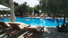 Lado de la piscina, islas de Grecia fotos de archivo libres de regalías