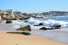 Lado de la playa y de mar Imagenes de archivo