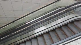 Lado de las escaleras móviles almacen de metraje de vídeo