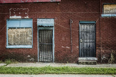 Lado de un complejo de viviendas abandonado Fotografía de archivo