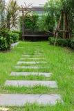 Lado del jardín del hogar Fotos de archivo libres de regalías