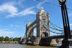 Lado derecho abierto del puente de la torre de la visión imagen de archivo