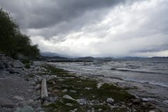 Lado do lago Caminhando a aventura no fim t de San Carlos de Barilochein Imagens de Stock Royalty Free