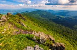 Lado do monte com os pedregulhos em montanhas Carpathian Foto de Stock Royalty Free