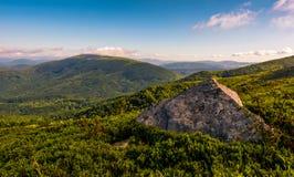 Lado do monte com os pedregulhos em montanhas Carpathian Fotografia de Stock Royalty Free