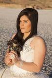 Lado do olhar da flor do gelo do vestido formal da mulher Fotografia de Stock