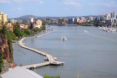 Lado do rio da cidade de Brisbane Fotos de Stock Royalty Free