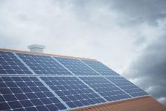 Lado dos painéis solares ilustração do vetor