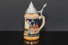 Lado esquerdo de um caneco de cerveja alemão da cerveja mais souvnier do ` 1950 s Fotos de Stock Royalty Free