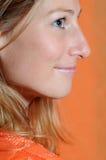 Lado-face de uma mulher bonita Imagens de Stock