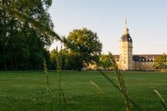 Lado norte del castillo Schloss del palacio de Karlsruhe en Alemania Blauer Imagenes de archivo