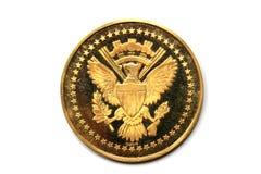 Lado trasero de un presidente Kennedy de la moneda de oro Imagenes de archivo