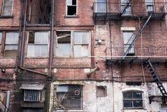 Apartamentos de Delapidated New York City Imagen de archivo