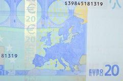 Lado trasero del billete de banco del euro veinte con el mapa de Europa Fotografía de archivo libre de regalías