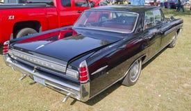 Lado trasero negro de 1963 Pontiac Bonneville Imágenes de archivo libres de regalías