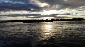Lado zambiano de la puesta del sol del río Zambezi Imagen de archivo libre de regalías