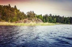 Ladoga jezioro, kolorowy nabrzeżny krajobraz fotografia stock