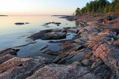 Ladoga kust på soluppgången Royaltyfri Foto