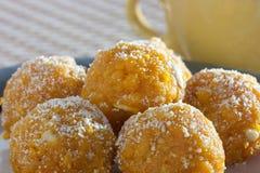 Ladoo - il laddu è un piatto dolce dall'India Immagini Stock