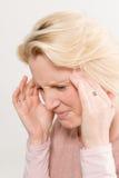 Lados de señora In Pain Touching de la cabeza Fotos de archivo libres de regalías