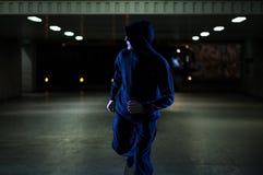 Ladrão que corre na passagem subterrânea imagens de stock