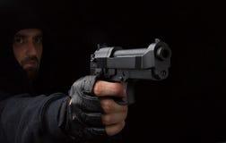 Ladrón con el arma Fotos de archivo libres de regalías