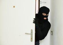 Ladrón del ladrón en la fractura de casa fotografía de archivo libre de regalías