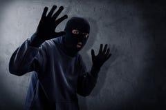 Ladrón enmascarado cogido por la policía fotografía de archivo libre de regalías