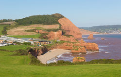 Ladram海湾海滩德文郡在Budleigh Salterton和Sidmouth侏罗纪海岸之间的英国英国 库存照片
