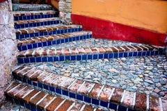 Ladrillo colorido y escaleras de piedra Imágenes de archivo libres de regalías
