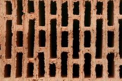 Ladrillo de cerámica rojo con los agujeros imagenes de archivo