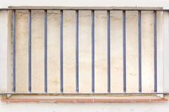 Ladrillo encima de la ventana imágenes de archivo libres de regalías