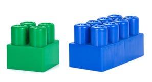 Ladrillos coloridos de Plactic en blanco Imagen de archivo
