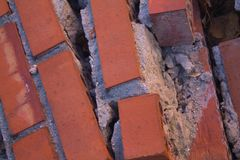 Ladrillos demolidos del trabajo de la reforma foto de archivo libre de regalías